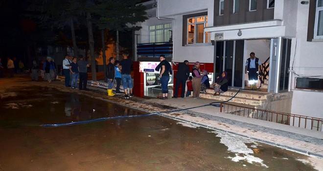 Amasya'da içme suyu borusu patladı