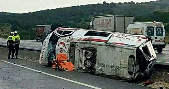Ambulans devrildi