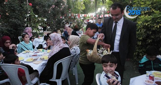 TİKA'dan El Halil'de 3 bin 500 aileye iftar