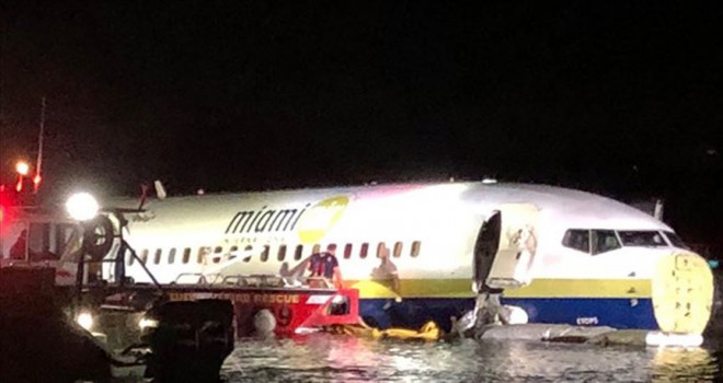 Boeing 737 uçağı Florida'da pistten çıktı