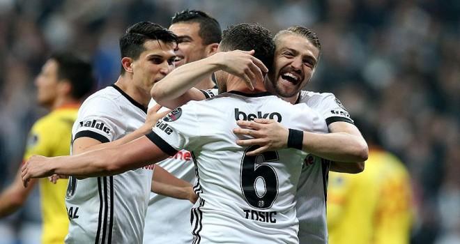 Beşiktaşlılar Vodafone Park'ta gole doyuyor