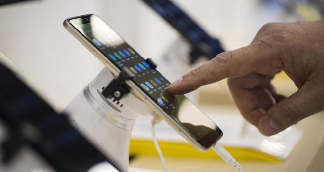 Fransa'da bilgisayar ve cep telefonlarına yıllık vergi geliyor