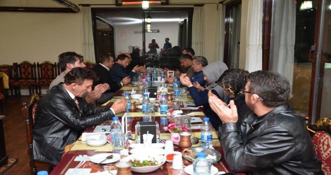 AK Parti Kızılcahamam İlçe Başkanlığı üyeleri yemekte buluştu