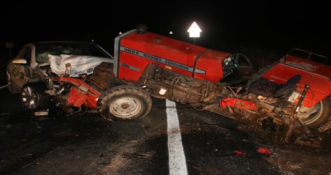 Konyada otomobil traktörle çarpıştı: 2 yaralı