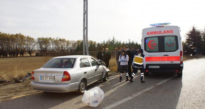 Ankarada otomobil elektrik direğine çarptı: 1 yaralı