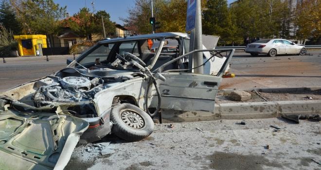 Karamanda kaza anı güvenlik kamerasında