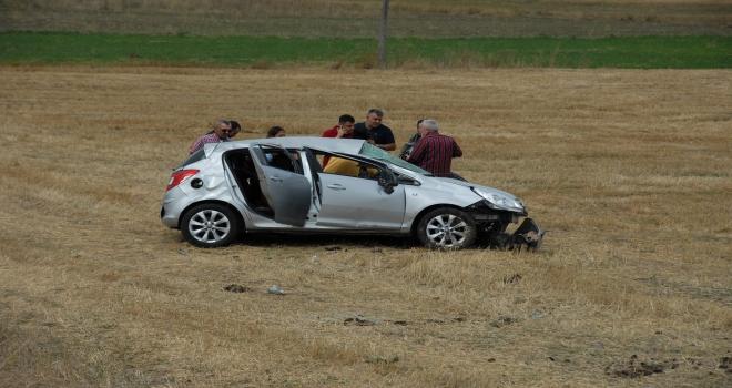 Çankırıda otomobil şarampole devrildi: 3 yaralı