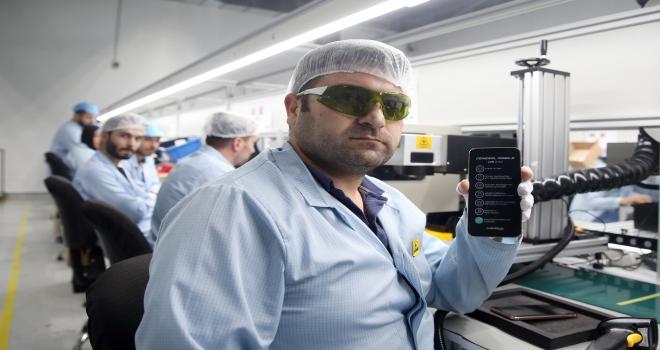 Yerli akıllı telefon fabrikamıza 100 milyon liralık yatırım yaptık