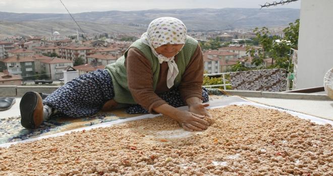 Beypazarında kadınlar kışlık yiyecek hazırlıyor
