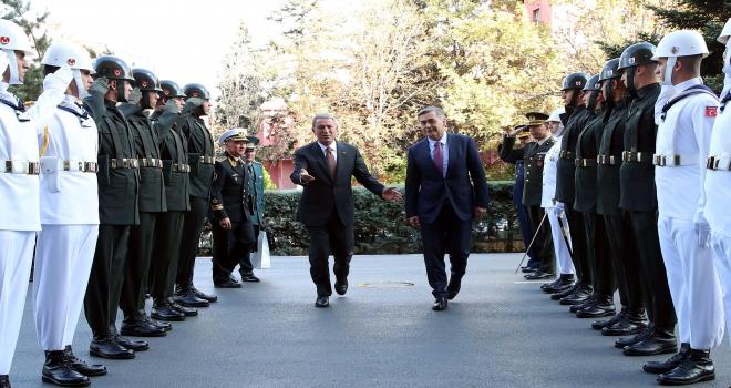 Akar, Kazakistan Savunma Bakanı Ermekbayev ile görüştü