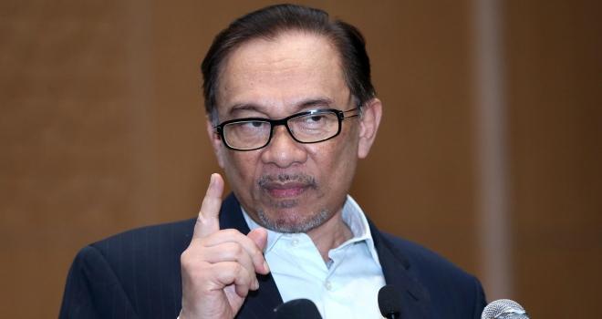 Malezyada Enver İbrahim siyasete dönüyor