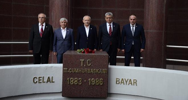 Kılıçdaroğlu, Celal Bayarın mezarını ziyaret etti