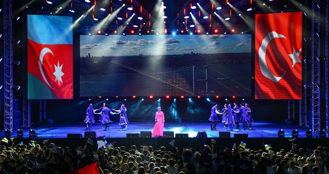 Anadolu Ateşi, Bakünün 100. kurtuluş günü için parladı