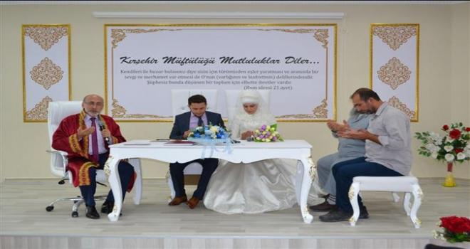 Kırşehir Müftüsü ilk resmi nikahı kıydı