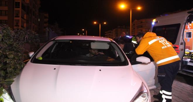 Kaza yapan alkollü sürücü otomobilde uyuyakaldı