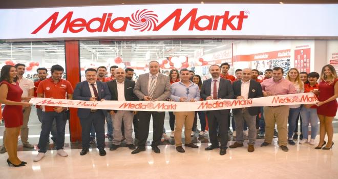 MediaMarkt aynı günde 2 şehirde 2 mağaza açtı