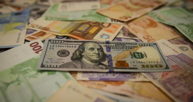 Avro, dolar karşısında düşmeye devam ediyor