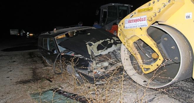 Konyada otomobil, park halindeki iş makinasına çarptı: 5 yaralı