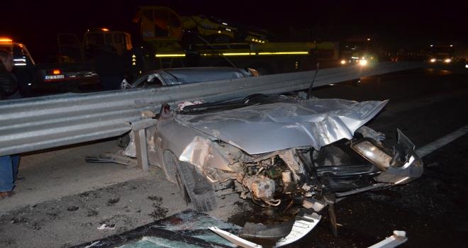Konyada otomobil bariyere çarptı: 1 ölü, 1 yaralı