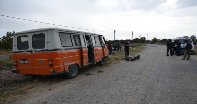 Karamanda minibüs ile motosiklet çarpıştı: 1 ölü