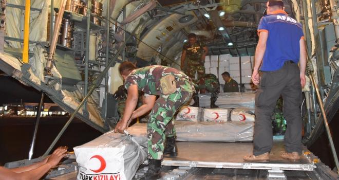 Türkiyenin yardımları Endonezyaya ulaştı