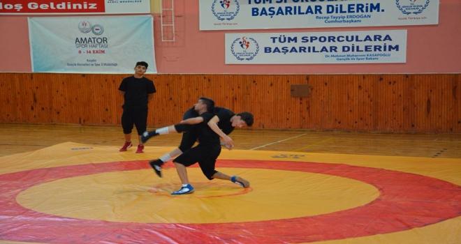 Kırşehirde amatör sporcular gösteri maçları yaptı
