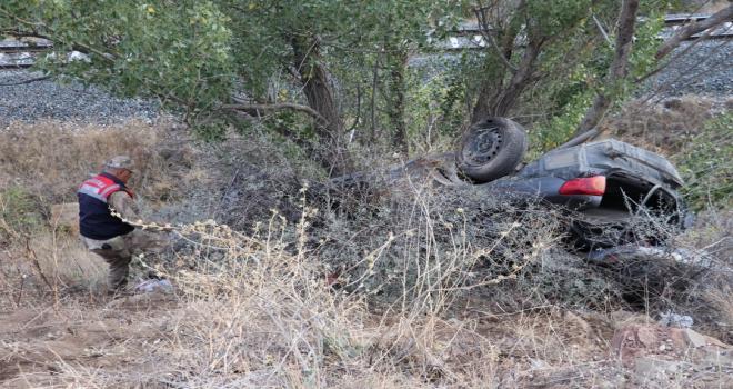 Sivasta otomobil şarampole devrildi: 6 yaralı