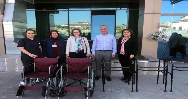 Hastaneye tekerlekli sandalye ve yürüteç bağışı