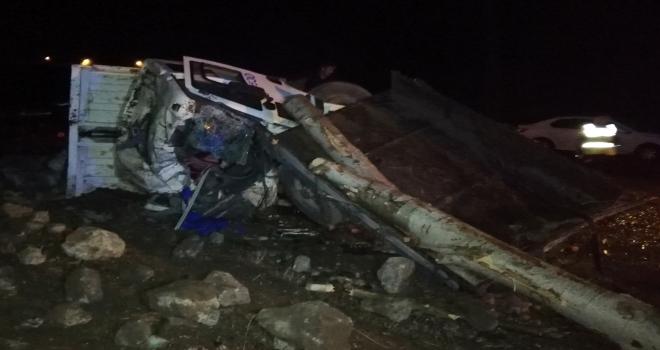 Freni tutmayan kamyon 2 traktöre çarptı: 5 yaralı