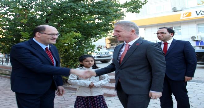 Sivas Valisi Gül veda ziyaretlerine başladı