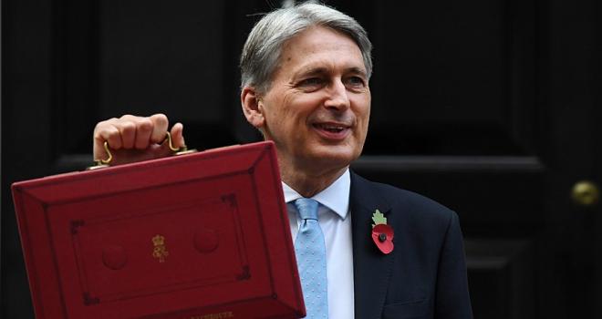 İngiltere Maliye Bakanı Philip Hammond: İngilterede kemer sıkma devri sona eriyor