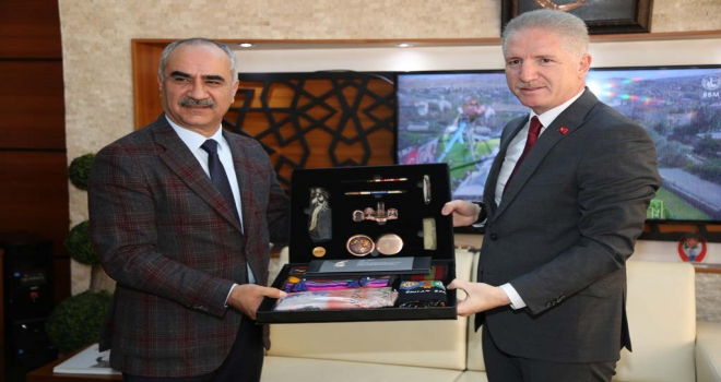 Vali Gülden Belediye Başkanı Aydına veda ziyareti