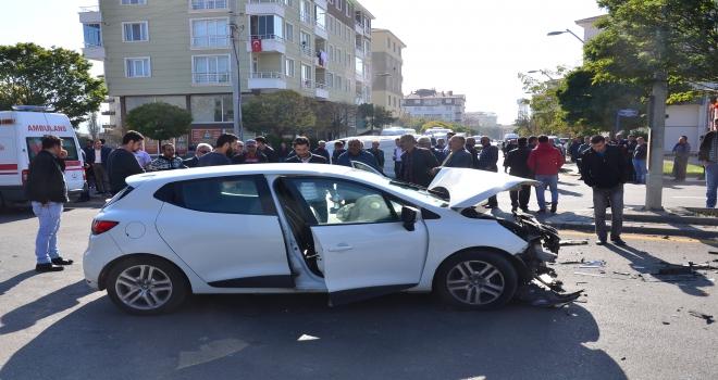 Kahramankazanda okul servisi ile otomobil çarpıştı: 6 yaralı