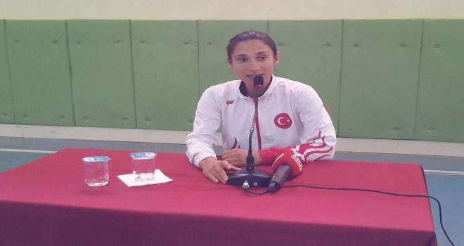 Milli atlet Esma Aydemir öğrencilerle buluştu