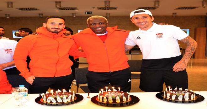Sivassporda 3 futbolcuya sürpriz doğum günü kutlaması