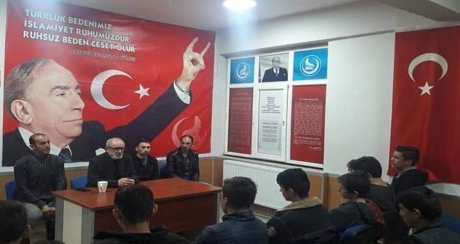 MHPli gençlere Türk İslam tarihi anlatıldı