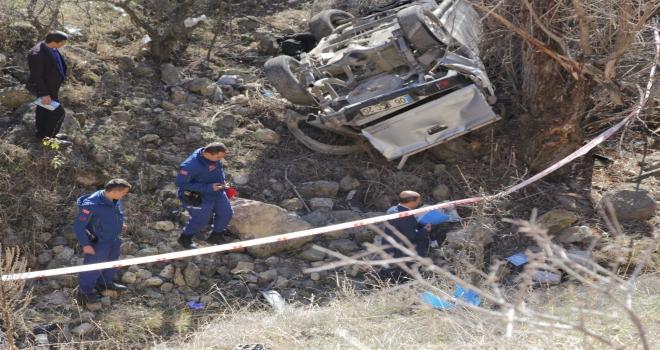 Beypazarında kamyonet uçuruma yuvarlandı: 2 ölü