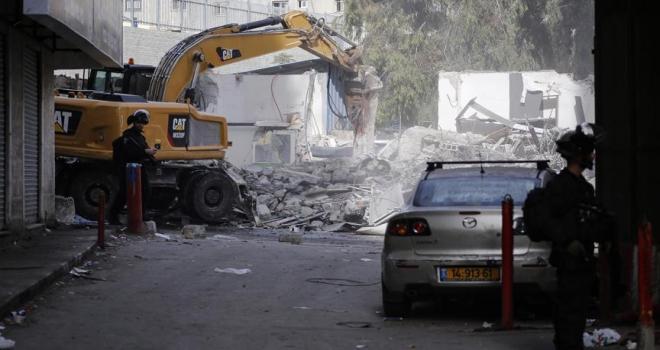 İsrail Kudüste Filistinlilere ait 14 dükkanı yıktı
