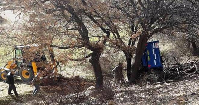 Konyada tarım aracı devrildi: 1 ölü, 1 yaralı