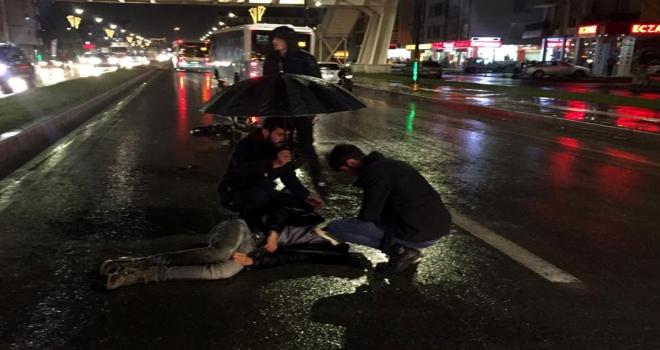 Sivasta motosiklet yayaya çarptı: 2 ağır yaralı