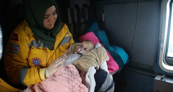 Askeri helikopter Zehra bebek için havalandı