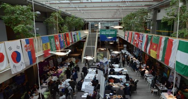 Otel ve yiyecekiçecek işletmeleri Özyeğin Üniversitesinde öğrencilerle buluştu
