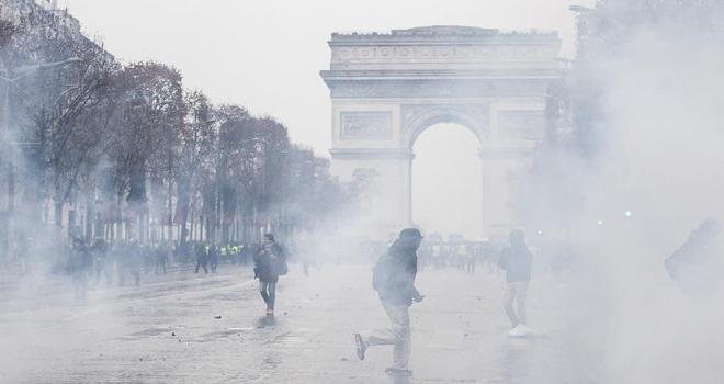 Fransadaki gösterilerde 242 kişi gözaltına alındı
