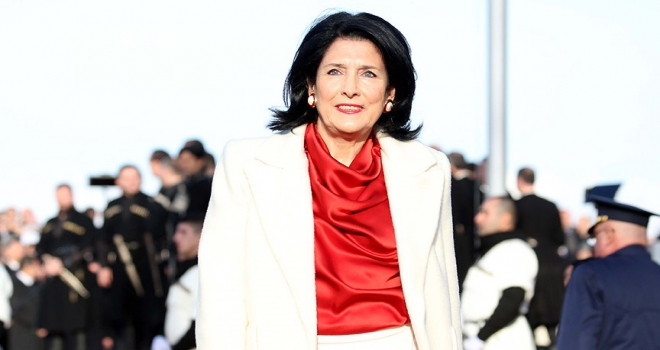 Gürcistanın ilk kadın cumhurbaşkanı göreve başladı