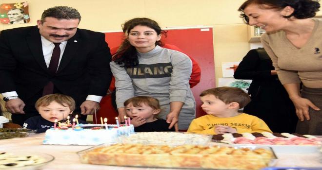 Rektörden öğrencisine doğum günü sürprizi
