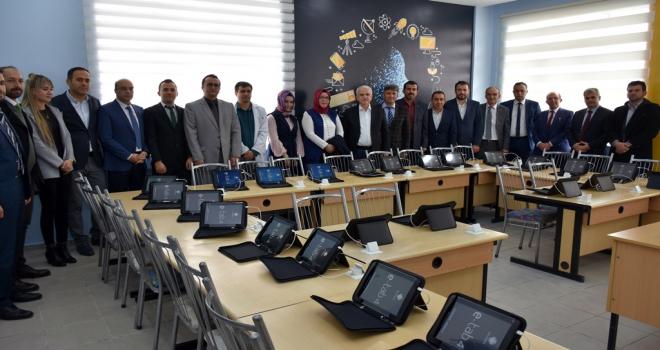 Makbule Orman Ortaokulunda dijital sınıf açıldı