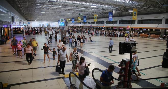 Antalyaya hava yoluyla gelen turist sayısında rekor