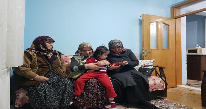 Karahan, engelli ailesinin gözü olan Ünzile anneyi ziyaret etti