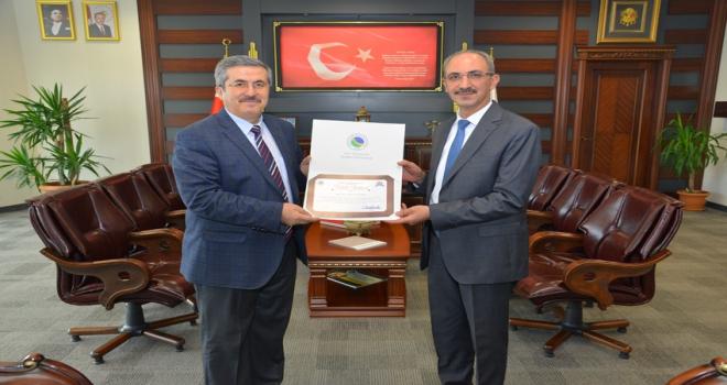 AEÜ Rektör Yardımcısı Prof. Dr. Ahmet Gökbele ödül