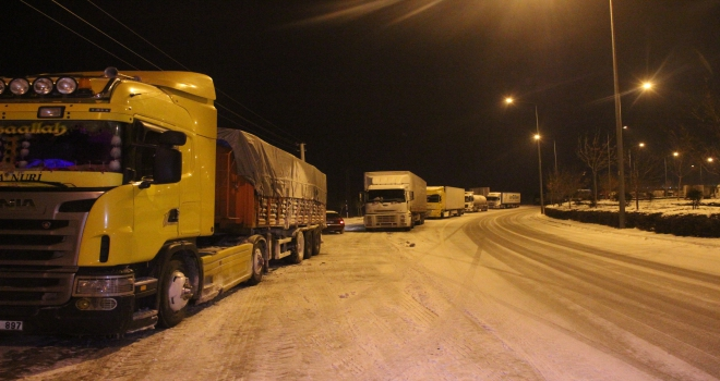 Konyada ulaşıma kar engeli